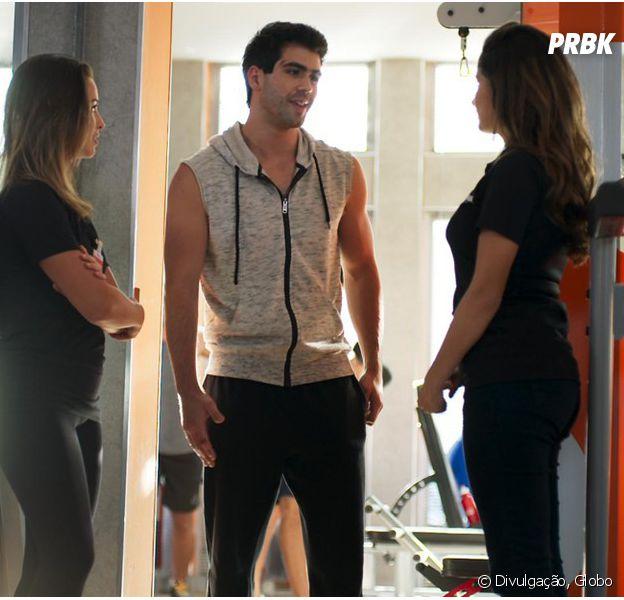 """Em """"Malhação"""", Rômulo (Juliano Laham) elogia Nanda (Amanda de Godoi) e faz declaração: """"Você é meu amuleto da sorte"""""""