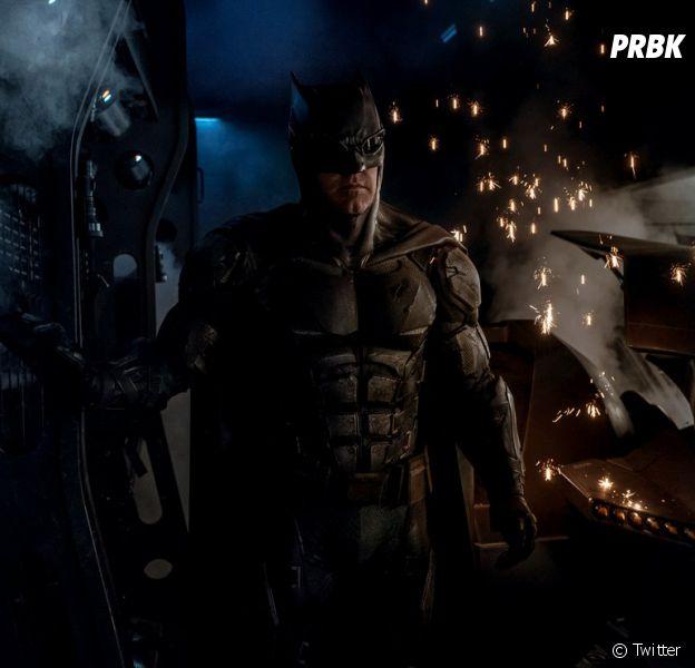 """Filme """"Liga da Justiça"""": Batman (Ben Affleck) aparece em foto divulgada por Zack Snyder no Twitter"""