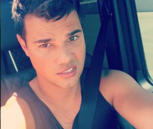 """De """"Scream Queens"""", Taylor Lautner aparece com novo visual para a série!"""