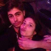 """Rafael Vitti, de """"Rock Story"""", aparece na cama com a namorada Julia Oristanio no Instagram"""