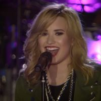 "Demi Lovato grava lyric vídeo com fãs brasileiros para ""Really Don't Care"""