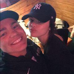 Selena Gomez posa com fãs em restaurante, em meio a boatos de reabilitação!