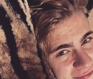Léo Picon é super adepto a internet e não poupa as selfies no Instagram