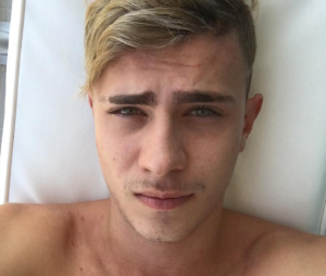 Léo Picon tem apenas 20 anos de idade, é dono de uma marca de roupas e bomba na internet