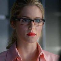 """Em """"Arrow"""": na 5ª temporada, Felicity com novo namorado? Episódio conta segredo!"""