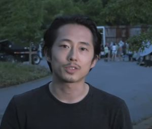 "Steven Yeun, o Glenn de ""The Walking Dead"", faz emocioante vídeo de despedida"