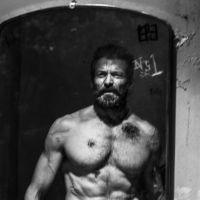 """De """"Logan"""": Wolverine aparece mais velho e machucado em nova foto divulgada"""