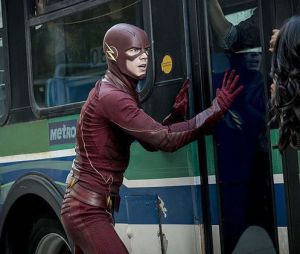 """Barry Allen (Grant Gustin) entra em ação em""""The Flash"""" para salvar a população da cidade"""