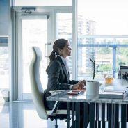 """Em """"The Flash"""": na 3ª temporada, Caitlin (Danielle Panabaker) encontra sua mãe. Confira as fotos!"""