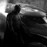 """Em """"Batman vs. Superman"""": revelada imagem de Ben Affleck ao lado de batmóvel"""