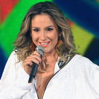 "Claudia Leitte arrasa com Pitbull e Jennifer Lopez no ""Billboard Music Awards"""
