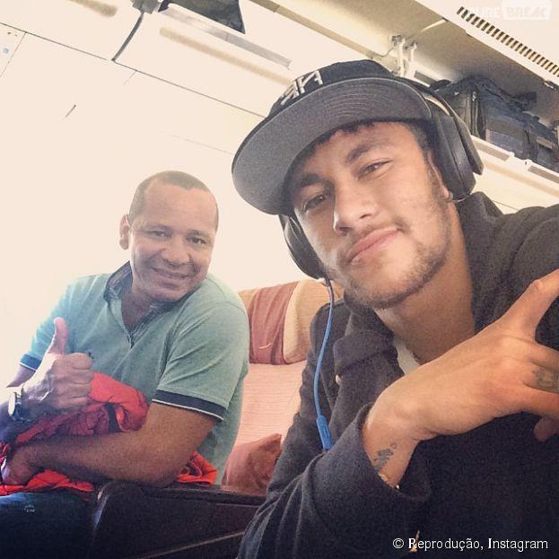 Neymar desembarca no Rio de Janeiro, na noite deste domingo (18)