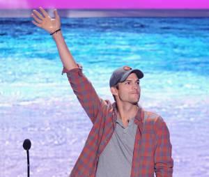 Ashton Kutcher está #chatiado porque ficou desempregado!