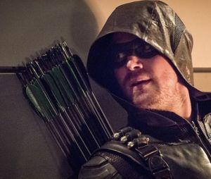 """Em """"Arrow"""", Oliver Queen (Stephen Amell) aparece em cena final da 5ª temporada!"""