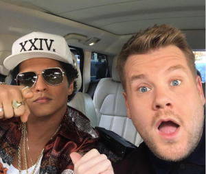 "Bruno Mars e James Corden prometem divertir os fãs no famoso ""Carpool Karaoke"""