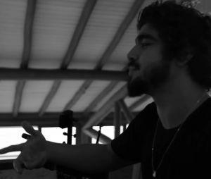 Caio Castro apresenta seu novo canal no Youtube