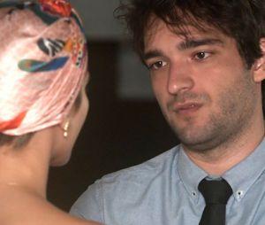 """Em """"A Lei do Amor"""", Tiago (Humberto Carrão) fica decepcionado com resposta de Letícia (Isabella Santoni)"""