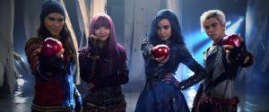 """Filme """"Descendentes 2"""": Mal (Dove Cameron), Evie, Jayden e Carlos de Vil aparecem em nova promo!"""
