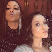 """Larissa Manoela e Anitta juntas? Cantoras aparecem em foto nos bastidores de """"Meus 15 Anos""""!"""