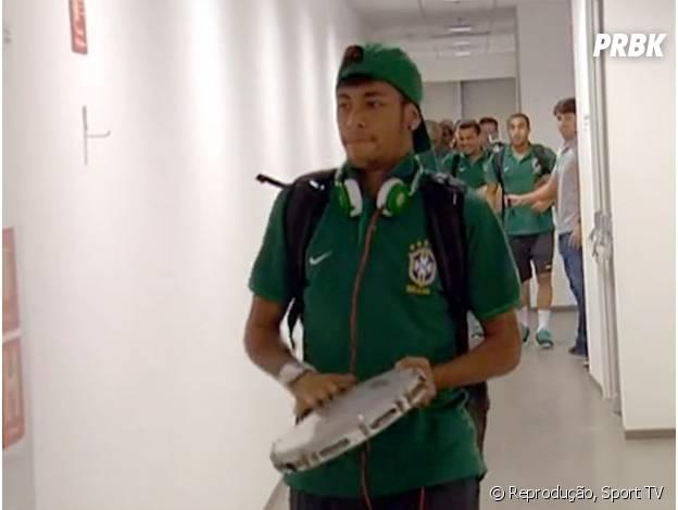 Neymar adoro tocar um pagode