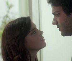 """Em """"A Lei do Amor"""", Marina (Alice Wegmann) e Tiago (Humberto Carrão) se beijam!"""