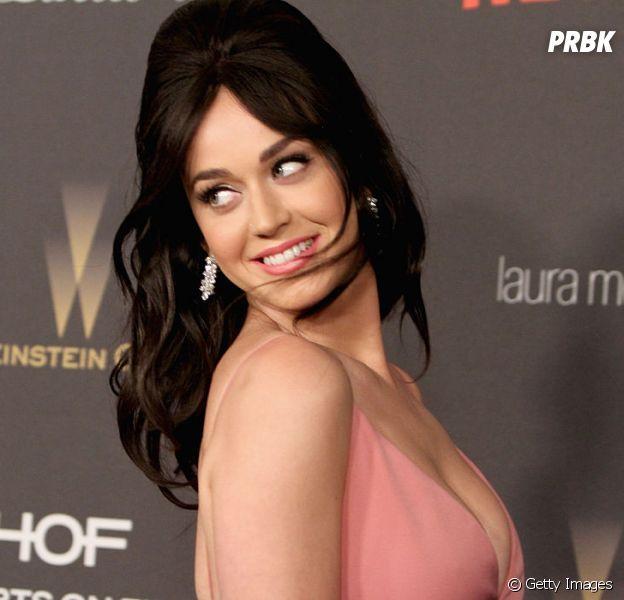 """Katy Perry espalha globos com versão completa de """"Chained To The Rhythm"""" ao redor do mundo"""