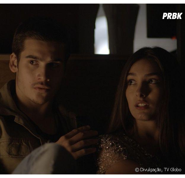 """De """"Rock Story"""": namoro de Zac (Nicolas Prattes) e Yasmin (Marina Moschen) é descoberto"""
