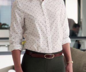 """Em """"Supergirl"""", uma camisa social de bolinhas dá o toque no look sensa de Kara Danvers!"""