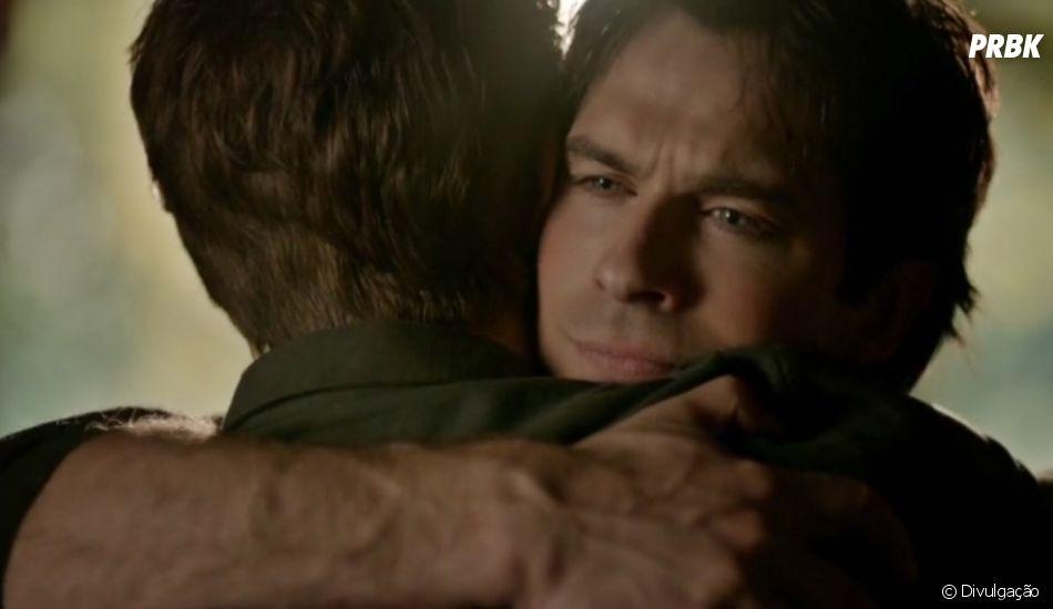 "Stefan (Paul Wesley) e Damon (Ian Somerhalder) se encontraram após a vida na última cena de ""The Vampire Diaries"""