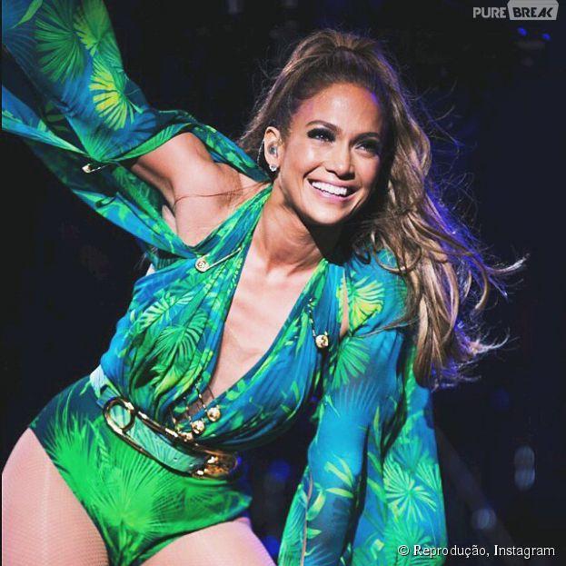 Jennifer Lopez já está no Brasil! A cantora desembarcou em São Paulo na manha desta quarta-feira, 11 de junho de 2014