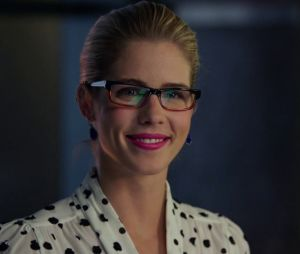 "Em ""Legends of Tomorrow"", Felicity (Emily Bett Rickards) - de ""Arrow"" - vai virar heroína!"