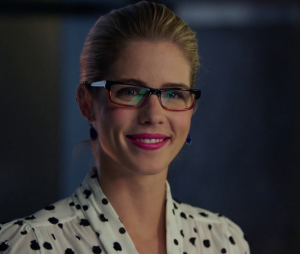 "Em ""Legends of Tomorrow"", Felicity (Emily Bett Rickards) - de ""Arrow"" - vai virar heroína!"