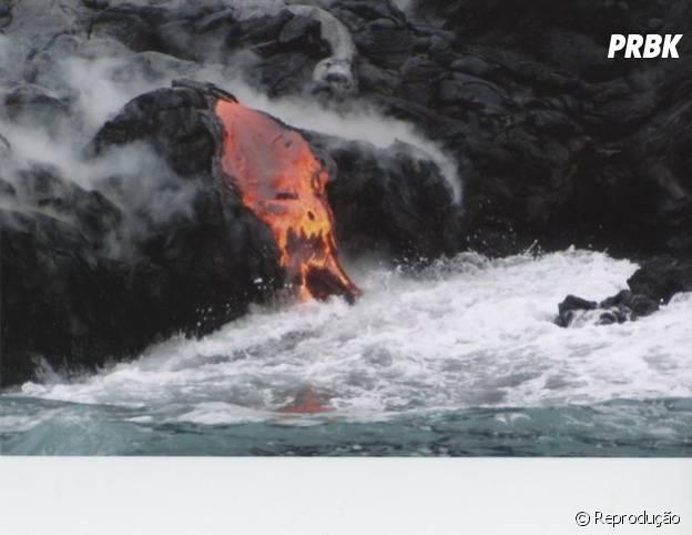 Vulcão em erupção cria rosto assustador!
