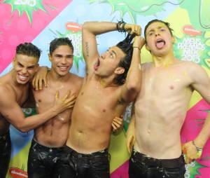"""A banda P9 foi a vencedora na categoria Revelação Musicalno """"Meus Prêmios Nick 2013"""""""