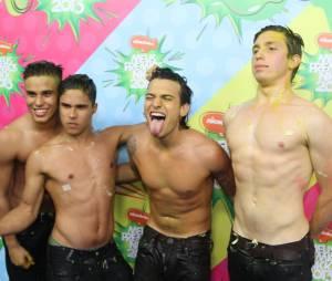 """Os meninos do P9 tomaram um banho de slimeno """"Meus Prêmios Nick 2013"""""""