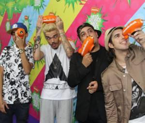 """O pessoal do Pollo levou o prêmio com a Música do Ano """"Vagalumes"""",no """"Meus Prêmios Nick 2013"""""""