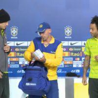 """David Luiz e Marcelo recebem 6 mil cartas dos torcedores: """"Muito carinho"""""""