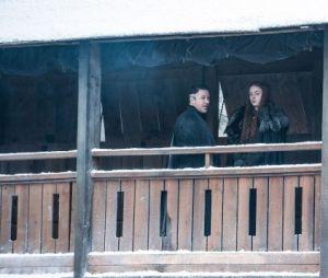"""De """"Game of Thrones"""": Petyr Baelish (Aidan Gillen) e Sansa Stark (Sophie Turner) aparecem nas fotos da sétima temporada"""