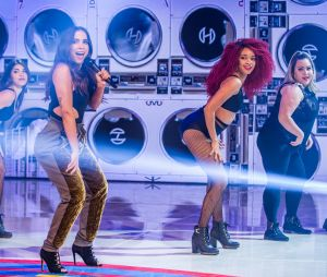 Anitta introduz as bailarinas plus size Thais Carla e Tatiana Lima