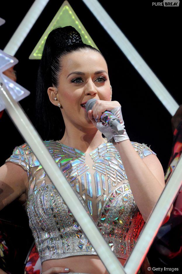 Katy Perry faz história ao se tornar artista que mais vendeu no mundo
