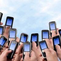 Número de brasileiros usando internet no celular dobra, segundo pesquisa