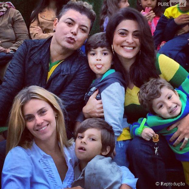 Com os filhos, Juliana Paes e Carolina Dieckmann acompanharam o treino do Brasil antes de enfrentar a Colômbia