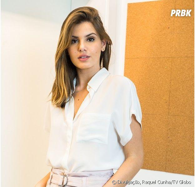 """De """"Pega Pega"""", Camila Queiroz escolhe suas peças favoritas para ensaio exclusivo"""