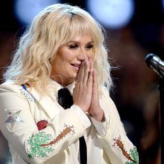 """Kesha lança o seu novo álbum """"Rainbow"""" e clipe emocionante da música título!"""