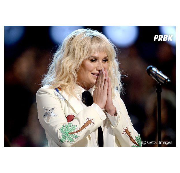"""Kesha lançou seu novo álbum """"Rainbow"""" nesta sexta-feira (11)"""
