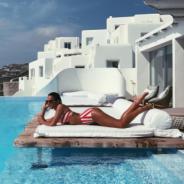 """Bruna Marquezine sensualiza de biquíni durante férias na Grécia e fãs elogiam: """"Deusa"""""""