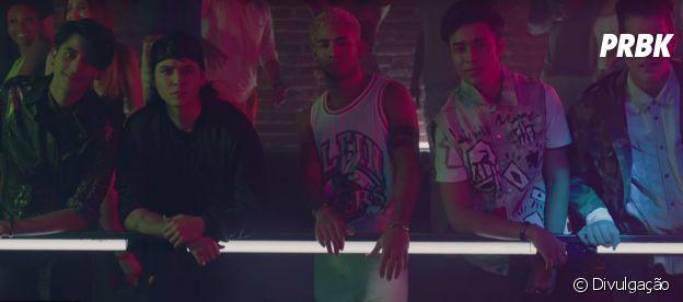 """Os meninos do CNCO dão um banho de sedução no novo clipe """"Raggaetón Lento"""", em parceria com o Little Mix"""