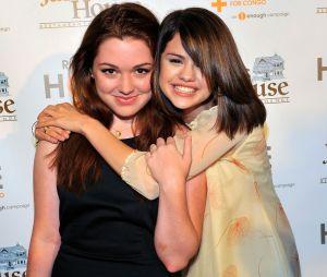 "Selena Gomez e Jennifer Stone mantém amizade que constríram durante ""Os Feiticeiros de Waverly Place"""