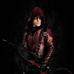 """Em """"Arrow"""": Roy aparece como Arsenal no season premiere da 3ª temporada"""