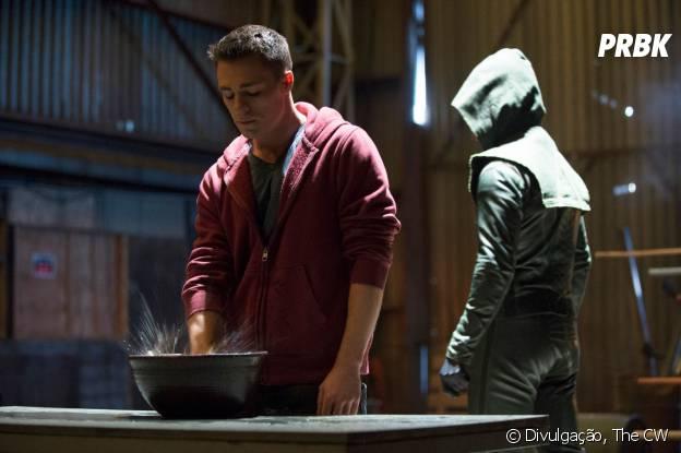 """Oliver (Stephen Amell) já estava contando com a ajuda de Roy (Colton Haynes) em """"Arrow"""""""